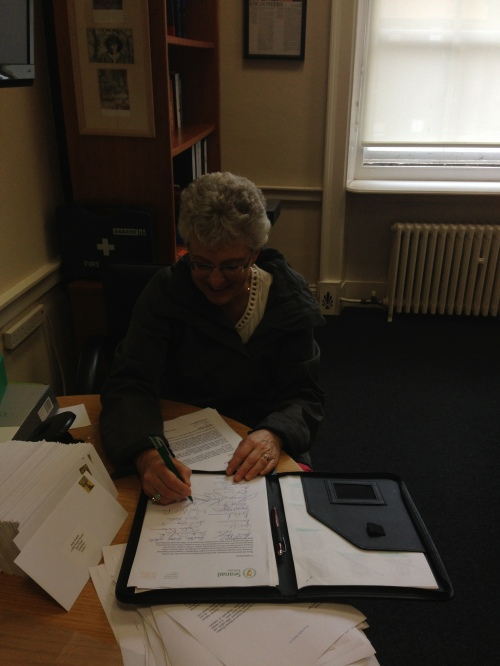Independent Senator Katehrine Zappone signing the letter to recall the Seanad on flawed Organ Donation Legislation